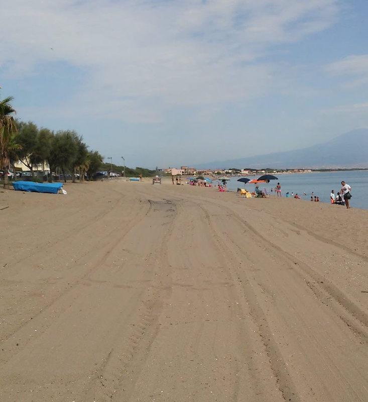 Spiaggia di Agnone Bagni dopo la pulizia