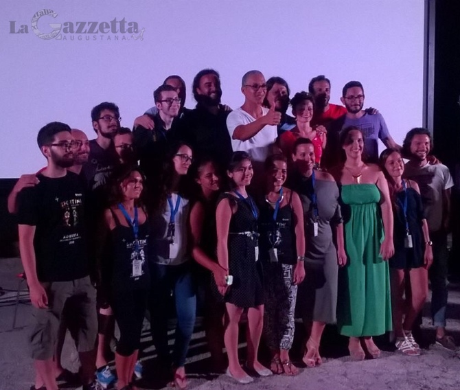 Giuseppe Beppe Fiorello con gli organizzatori di Shortini Film Festival