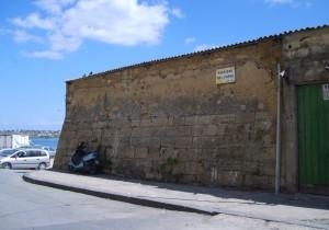 Rudere dell'antico Muro Aragonese (risalente al 1288) situato nel versante Est della Città, nella Via Cordai