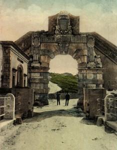 """La """"Porta Spagnola"""", il cui vero nome è """"Porta Santo Stefano"""", all'inizio del Novecento"""