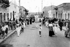 Processione religiosa in via Giovanni Lavaggi, negli anni Cinquanta dello scorso secolo