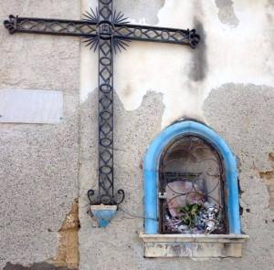 croce-tre-cannoni-edicola-addolorata-vandalizzata-augusta