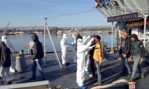 sbarco-470-migranti-20-marzo-2016-augusta-2