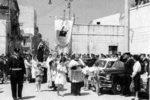 Festa di Santa Rita e benedizione delle automobili in piazza Carmine (anni '60)