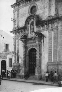 Prospetto della chiesa di Sant'Andrea su via Principe Umberto, anno 1935