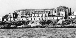 Convento e chiesa di San Francesco di Paola, ripreso dal mare, anni '50