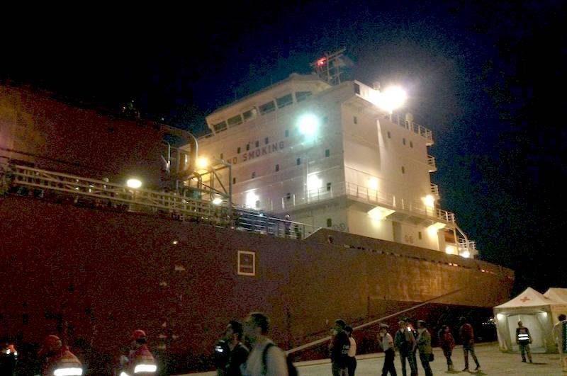 Migranti, ad Augusta la nave con 250 sopravvissuti
