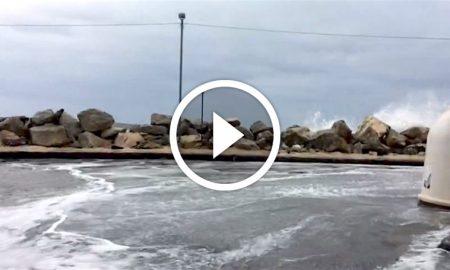 il-mare-entra-al-paradiso-augusta-29-ottobre-2016-video
