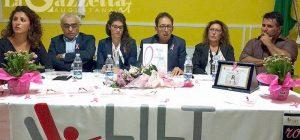 """Serata in rosa pro Lilt con Gerardina Trovato e """"sfilata"""" di artisti"""