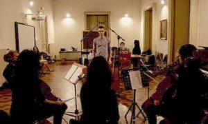 gian-marco-castro-compositore-augustano-con-orchestra