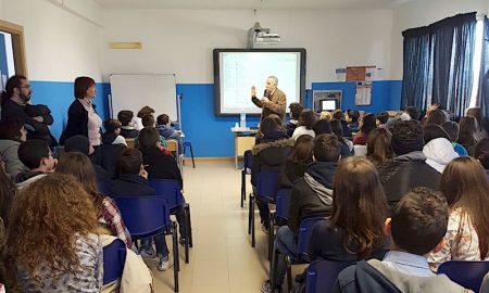 lezione-armando-rossitto-ad-alunni-istituto-corbino-augusta