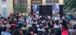 """Spettacolo finale del laboratorio teatrale per bambini del """"Centro Shloq"""", pubblico entusiasta"""