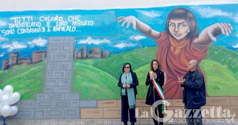inaugurazione-murale-giorno-della-memoria-istituto-arangio-ruiz-augusta
