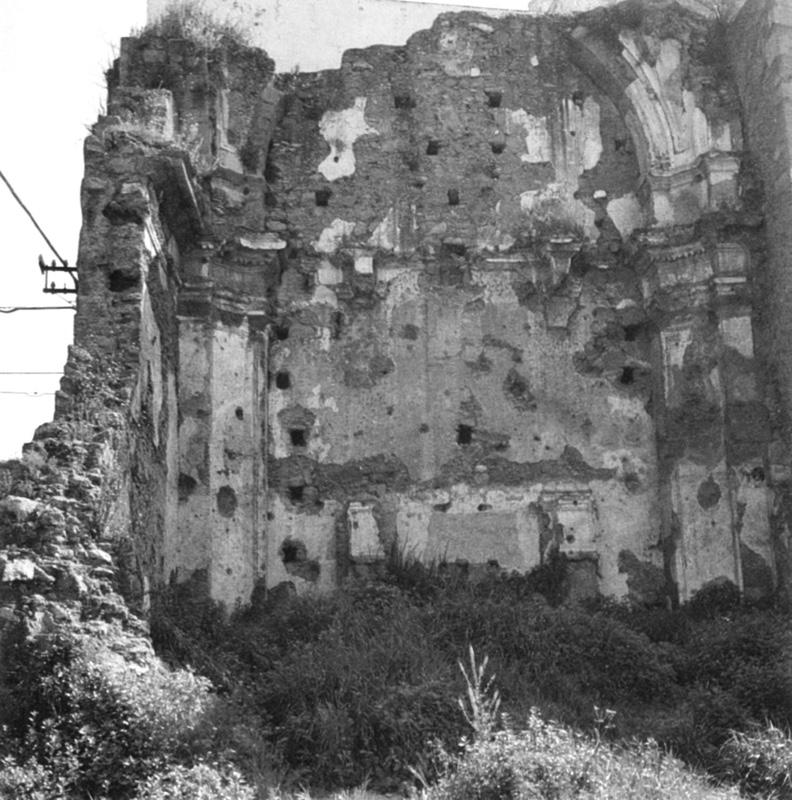 I ruderi della Chiesa di Gesu e Mari a, bombardata il 13 Maggio 1943.