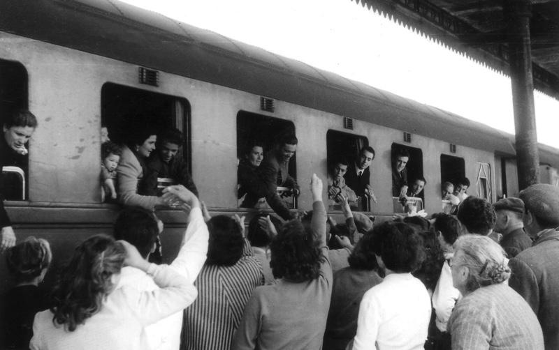 Augusta, stazione ferroviaria anni '50, emigrazione