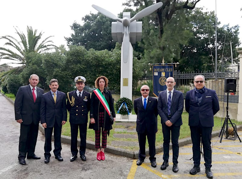 commemorazione-rotary-caduti-avoiazione-di-marina-monumento-elica-augusta-1
