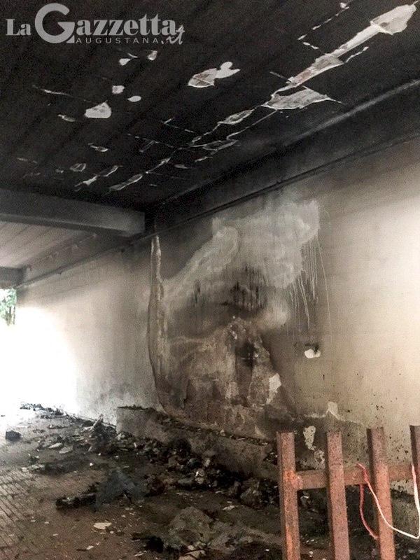 incendio-cassonetti-condominiali-via-xxv-aprile-augusta-3