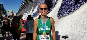 Atletica Augusta alla maratona di Valencia, la gioia di Domenico Scali al traguardo