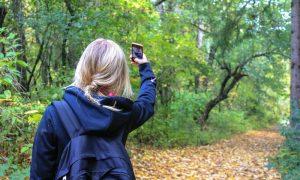"""Augusta, selfie-mania, psichiatra e fotografa tra gli studenti per uno """"scatto"""" verso le sane relazioni"""