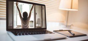 Restare a casa per le restrizioni anticovid: produttività e svago a portata di clic