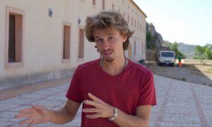 Passa da Augusta il viaggio di Mirco, videoblogger milanese diventato divulgatore di sicilianità