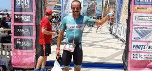 """Triathlon, l'augustano Salerno trionfa ancora al """"Trinacria Half"""" a Marina di Ragusa"""